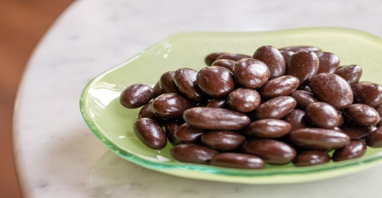Puur chocolate almonds